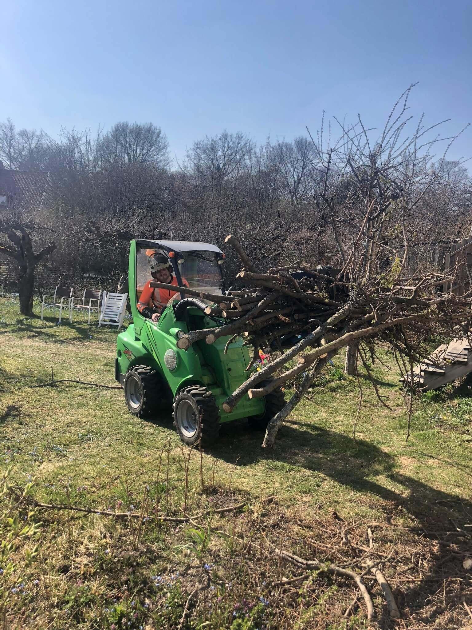 Trädgårdsmaskin till bortforsling